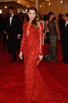 Todas las fotos de celebrities y de alfombra roja de la gala del MET 2013: Amber Heard de Emilio Pucci.