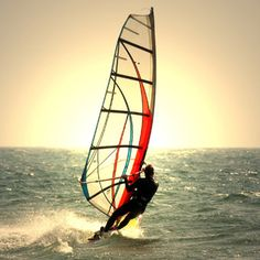 maybe windsurfing is the thing for me? Too scared of falling on asphalt when skateboarding and there are few location in sweden with decent waves for regular surfing.