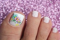 Diseño de pies flores1 Pretty Toe Nails, Pretty Toes, Turquoise Highlights, French Pedicure, Subtle Ombre, Hot Hair Colors, Purple Shampoo, Girls Nails, New Nail Art