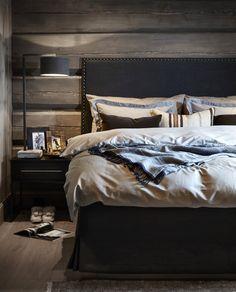 〚 Modern chalet with moody dark interiors in Norway 〛 Cottage Style Bedrooms, Home Decor Bedroom, Cabin Interiors, Dark Interiors, Black Kitchen Furniture, Rooms Decoration, Bedroom Wooden Floor, Interior Window Shutters, Chalet Design