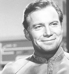 Captain Kirk, smiley in the dress uni, yay! Star Trek Theme, Star Wars, Star Trek Tos, Star Trek Ring, Sience Fiction, James T Kirk, Star Trek 1966, Star Trek Captains, I See Stars