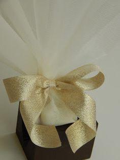 Bonboniera: Χρυσαφί τούλινη μπομπονιέρα Gift Wrapping, Blog, Gifts, Gift Wrapping Paper, Presents, Wrapping Gifts, Blogging, Favors, Gift Packaging