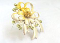Brooch Enamel Golden and Cream Pearlized Rhinestone
