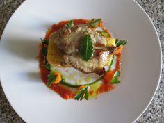Gino D'Aquino /  Millefeuilles  petit  de cochon  et  de pommes  de  terre  sablè, jus  de  tomate   et    au  romarin  carottes   /Gino D'Aquino