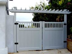 Double swing gates have a more elegant appearance when opening or closing from the middle. Our double gates are available in extra large sizes with internal