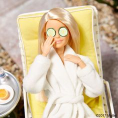 """WEBSTA @ barbiestyle - Need my rest for a major week ahead! I have THE most fashionable agenda planned with a """"model"""" citizen of Malibu. Can you guess who? Barbie Dolls Diy, Barbie Fashionista Dolls, Barbie Dress, Barbie Clothes, Barbie Life, Barbie House, Barbie World, Barbie Mala, Juste Zoe"""
