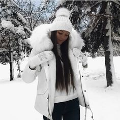 50 Winter Cold Weather Outfit Ideas with Fur Parka - Fashion - Wintermode Winter Mode Outfits, Cold Weather Outfits, Winter Outfits Women, Winter Fashion Outfits, Ski Outfits, Cold Winter Fashion, Winter Snow Outfits, Cruise Outfits, Christmas Outfits