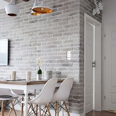 Small space done perfectly. via @Decoholic #simplicity #homedecor #scandinavian #whiteliving #interiordesign