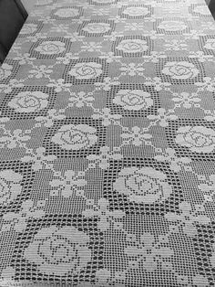 This Pin was discovered by Ayf Crochet Tablecloth Pattern, Crochet Bedspread, Crochet Curtains, Crochet Square Patterns, Crochet Cushions, Crochet Stitches Patterns, Crochet Chart, Filet Crochet, Crochet Motif