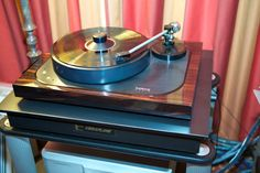 Brinkmann Oasis direct-drive turntable, here with beautiful wood plinth with a glossy finish.