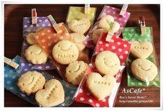 【100均】だってこんなにステキ!100均アイテムで作れるおしゃれなラッピングアイデア - NAVER まとめ Dessert Packaging, Cookie Packaging, Food Packaging, Wrap Recipes, Dog Recipes, Biscuits, Cookie Gifts, Cute Cookies, Pastry Cake