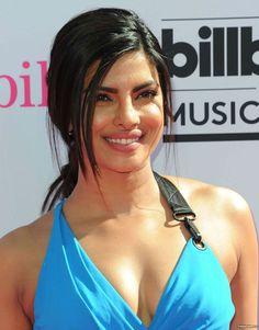 Most Beautiful Bollywood Actress, Indian Bollywood Actress, Indian Actress Hot Pics, Beautiful Actresses, Indian Actresses, Arabic Beauty, Indian Beauty, Priyanka Chopra Hot, Girl Photography Poses