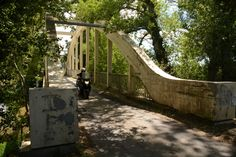 Corsica, Frankrijk. Oude brug over de rivier le Taravo nabij Porto Pollo