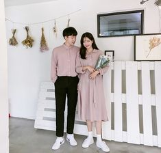 Korean Couple Fashion - Official Korean Fashion Baby Shower Photography, Wedding Photography Poses, Couple Photography, Matching Couple Outfits, Matching Couples, Cute Couples, Luxury Couple, Foto Wedding, Evolution T Shirt