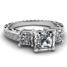 My ring but in gold. Perfect!!!