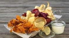 Snacks fra vektklubben. Healthy Snacks, Healthy Eating, Norwegian Food, Vegetarian Eggs, Smoothies, Snack Recipes, Good Food, Chips, Food And Drink