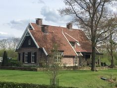 Haus in Saasveld. The post Haus in Saasveld. appeared first on Svoc. Country Farmhouse, Farmhouse Decor, Garden Design, House Design, Farmhouse Renovation, Welcome To My House, Facade House, Future House, Townhouse
