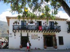 19. Muchos hoteles están ubicados frente a plazas y parques