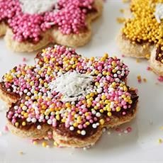 A smidge healthier then cookies and so cute. Other recipes, too. Color Sprinkle, Fairy Bread, Australian Food, Alice In Wonderland Theme, Unicorn Party, Other Recipes, Street Food, Nutella, Sprinkles