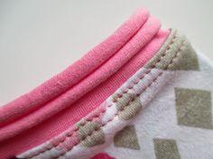 Rullaavan kanttauksen tutoriaali Sewing Hacks, Sewing Tutorials, Sewing Tips, Sewing Ideas, Sewing For Kids, Dressmaking, Diy Crafts, Knitting, Crochet