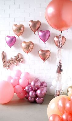 55 Fabulous Valentine Party Decoration Ideas For Your Inspiration - A couple of weeks ago I went to an intimate dinner party and thought the presentation would be great for a Valentine Day dinner. These Valentine's dec. Valentines Day Dinner, Valentines Day Decorations, Valentines Diy, Birthday Decorations, Valentinstag Party, Bridal Shower Decorations, Balloon Decorations, Love Balloon