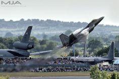 STRANGE MILITARY AIRCRAFT - F-22 - STRAIGHT UP AT AIR SHOW