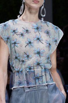 Giorgio Armani Spring 2020 Ready-to-Wear Collection - Vogue Giorgio Armani, Emporio Armani, Fashion 2020, Fashion Show, Fashion Trends, Fashion Fashion, High Fashion, Armani Collection, Vetement Fashion