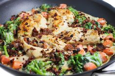 Low Calorie Chicken, Bacon and Veggie Alfredo Skillet with Weight Watchers Points | Skinny Kitchen Weight Watchers Points, Weight Watchers Meals, Low Calorie Dinners, No Calorie Foods, Low Calorie Recipes, Healthy Dinners, Chicken Bacon, How To Cook Chicken, Chicken Recipes