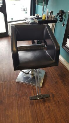 used Black hairdressing chair in West-Yorkshire-BD2-Bradford | Shpock - mobile yard sale