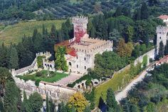 Castello di Vincigliata for stunning Summer weddings in Fiesole, Florence, Tuscany, Italy #luxuryweddingplanning