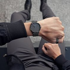 Watches Photography, Photography Poses For Men, Mens Dress Watches, Moda Blog, Swiss Army Watches, Fossil Watches For Men, Men With Street Style, Stylish Watches, Mens Fashion