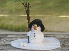 Sneeuwpop. Benodigdheden: Wit en zwarte katoen [ catania] Restje oranje katoen. ...