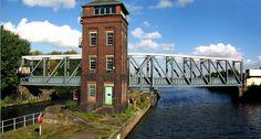 L'aqueduc tournant de Barton (1893) - Angleterre. Unique pont-canal tournant.