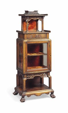 AN EBONISED DISPLAY CABINET IN THE CHINESE STYLE - EARLY 20TH CENTURY
