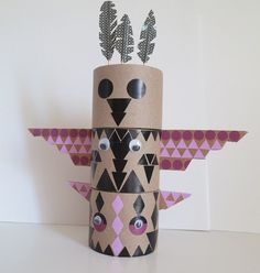 12.Totem carton et gommettes Indian Birthday Parties, Mexican Birthday, Diy And Crafts, Arts And Crafts, Paper Crafts, Projects For Kids, Diy For Kids, Choctaw Indian, Pottery Studio