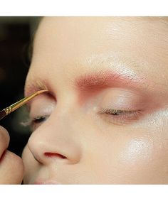 The most unique eyebrow trends on Pinterest: bleached brows
