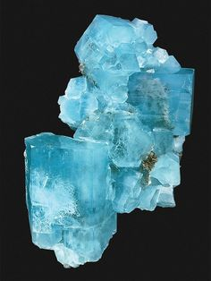 Aquamarine and Bloodstone are the March birthstones.Aquamarine, the friendly charm of mariners and mermaids, comes in as many shades of blue as you get to see on the seas. Minerals And Gemstones, Rocks And Minerals, Beautiful Rocks, Rock Collection, Mineral Stone, Rocks And Gems, Stones And Crystals, Gem Stones, Natural Crystals