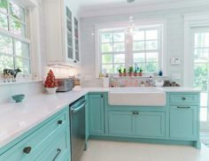 Custom Kitchen with Turquoise Cabinets - Home Bunch Interior Design Ideas Turquoise Kitchen Cabinets, Kitchen Cabinet Colors, Painting Kitchen Cabinets, Kitchen Redo, Kitchen Remodel, Teal Cabinets, Kitchen Sinks, Kitchen Cabinetry, Kitchen Paint