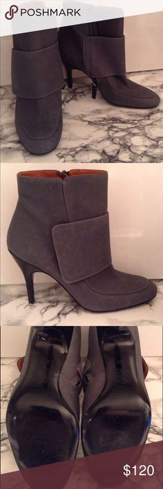 Lanvin leather ankle boots Lanvin ankle boot in gray leather, size 36 1/2, excellent condition Lanvin Shoes Ankle Boots & Booties