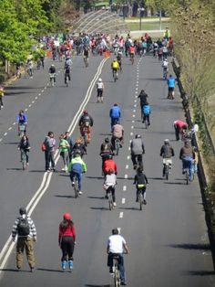 Una razón para levantarme temprano losdomingos #ciclorecreovia #bicicleta #deporte #labettyrizzo Bike, City, Domingo, Sports