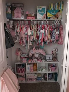 Easy Nursery Organization Ideas and Drawer Organizers Diaper Storage, Baby Storage, Baby Clothes Storage, Baby Bedroom, Baby Room Decor, Baby Girl Closet, Kid Closet, Closet Ideas, Baby Life Hacks