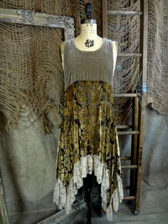 Taupe Velvet Tunic by reva Moda Vintage, Vintage Lace, Vintage Velvet, Bohemian Style, Boho Chic, Altered Couture, Altering Clothes, Mori Girl, Diy Clothing