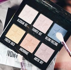 Jeffree Star Cosmetics - Northern Lights Supreme Frost Pro Palette www.at Jeffree Star, Palette, Bunt, Frost, Northern Lights, Eyeshadow, Make Up, Highlighters, Cosmetics