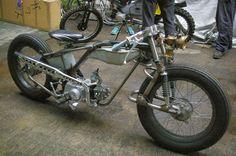 Turn off time and lock myself in. Unfinished but interesting. Looks fun to ride. Bobber Bikes, Bobber Motorcycle, Moto Bike, Custom Street Bikes, Custom Motorcycles, Custom Bikes, Mini Chopper, Chopper Bike, Motorised Bike