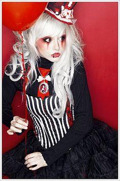 carnival kei lolita : this reminds me of Night Circus. Costume Halloween, Circus Costume, Halloween Makeup, Circus Makeup, Carnival Makeup, Carnival Fashion, Steampunk Circus, Pierrot Clown, Creepy Carnival