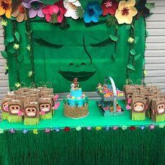 DIY Moana Birthday Party Backdrop Returns the heart of Te Fiti a ajouté une photo de son achat Hawaiian Birthday, Luau Birthday, 4th Birthday Parties, Birthday Ideas, Moans Birthday Party, Hawaiian Party Cake, Hawaiian Parties, Hawaiian Luau, Birthday Crafts