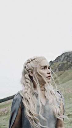 targaryen - targaryen Effective pictures we provide you about diy A high-quality image can tell you many thi - Game Of Thrones Targaryen, Arte Game Of Thrones, Emilia Clarke Daenerys Targaryen, Game Of Throne Daenerys, Khalessi Hair, Khaleesi, Casual Hairstyles, Pretty Hairstyles, Ronda Rousey