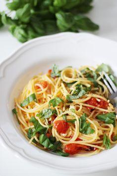 LA PETITE PRINCESSE: Herkullinen pasta paahdetuista tomaateista ja mozzarellasta.