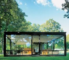 The Glass House by Philip Johnson - aka my favorite architect and dream house Residential Architecture, Amazing Architecture, Interior Architecture, Interior And Exterior, Building Architecture, Philip Johnson Glass House, Johnson House, Design Case, Prefab