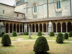 Saint-Emilion: Cloister of the collegiate church...love cloisters!